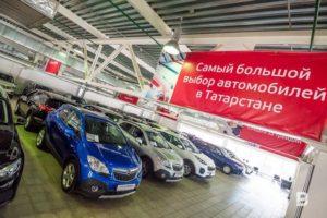 Автомобилей с пробегом примерно в три раза больше, чем новых автомобилей.